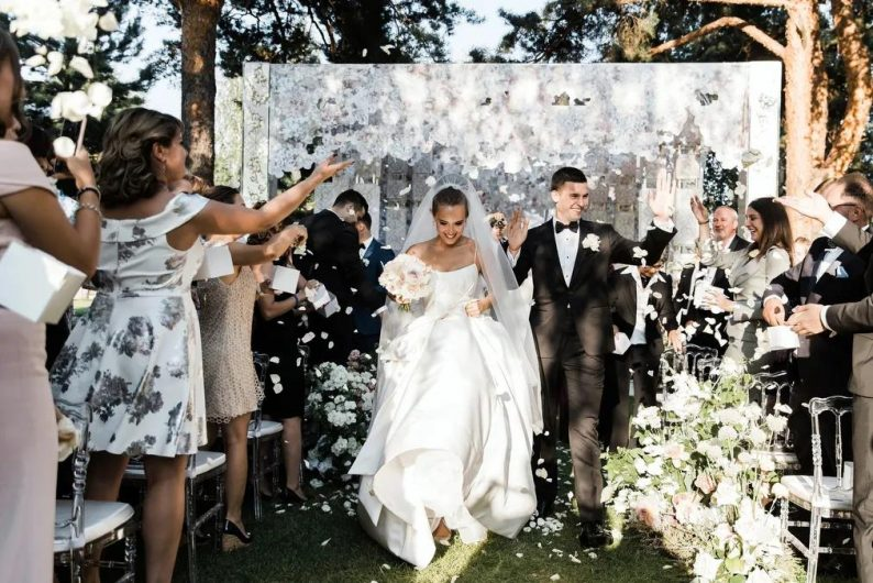 起纠纷:婚庆公司能用新人婚礼照片做宣传?  第1张