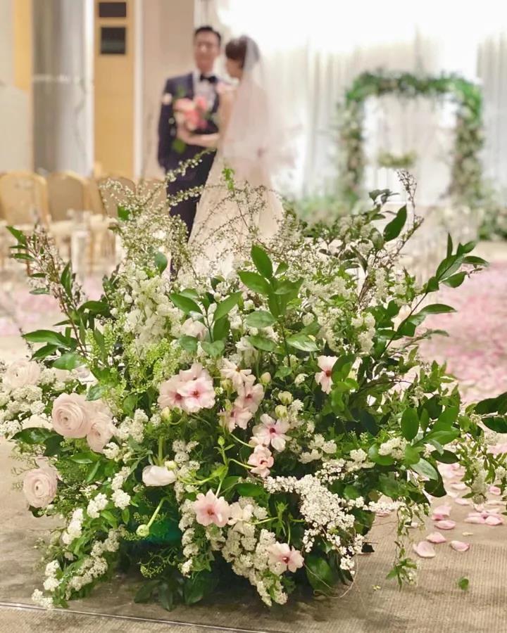 起纠纷:婚庆公司能用新人婚礼照片做宣传?  第4张