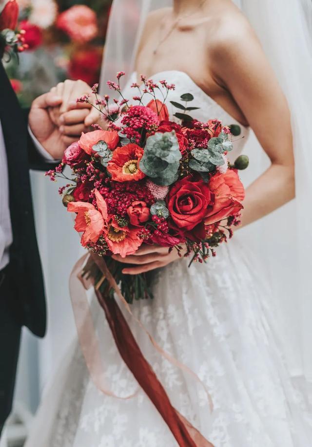 《婚礼手捧花搭配设计指南》