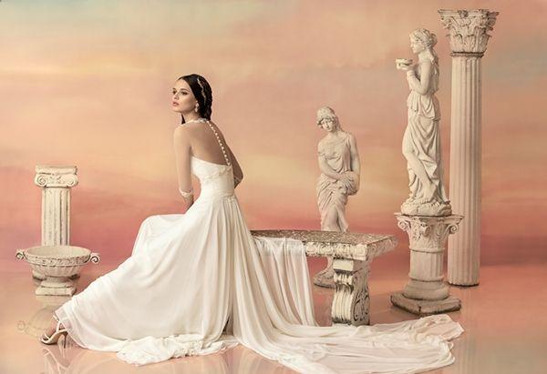 俄罗斯迎来婚礼潮:8月婚纱需求增长58%