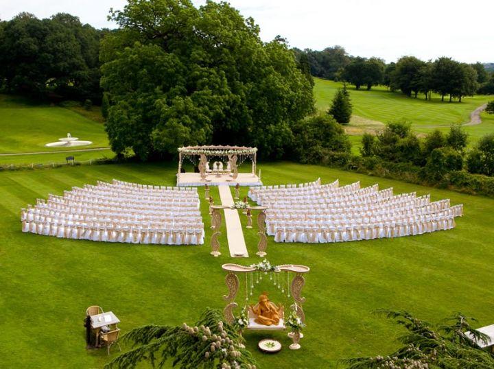 户外婚礼、婚礼专车定制服务,或将成未来流行趋势  第1张