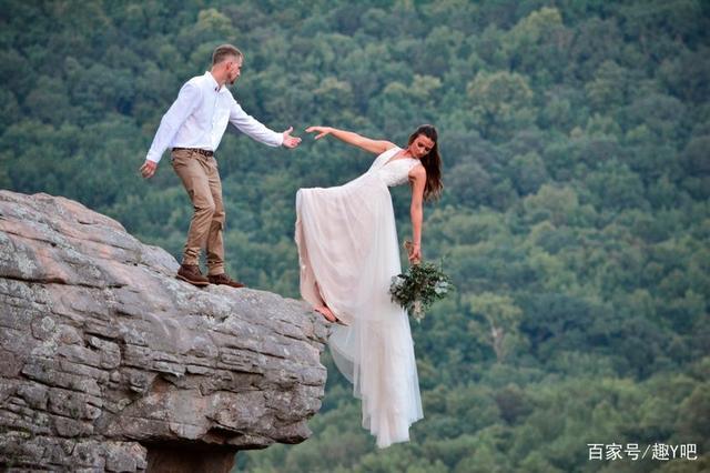 真拼命……新娘在悬崖边缘上拍婚纱照  第1张