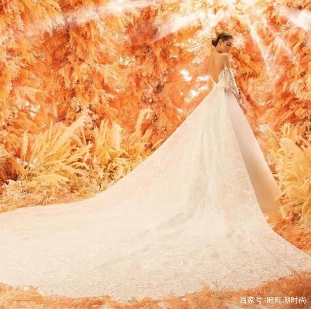 2020全新系列:迪拜土豪最爱的高级定制婚纱  第2张