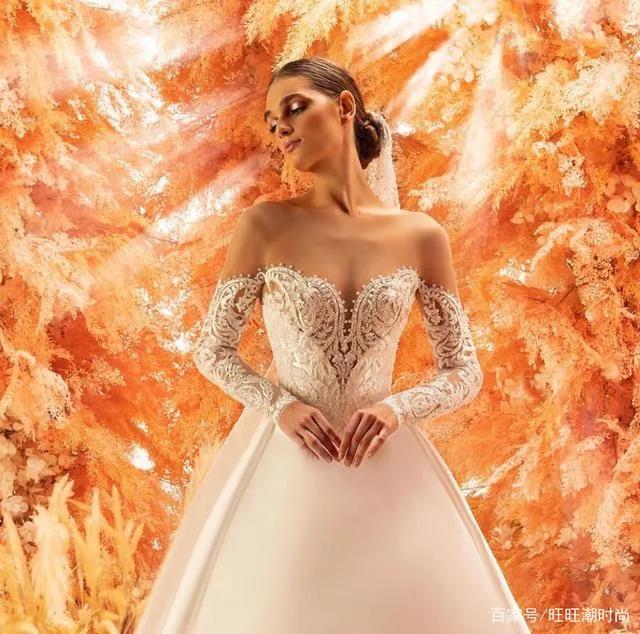 2020全新系列:迪拜土豪最爱的高级定制婚纱  第3张