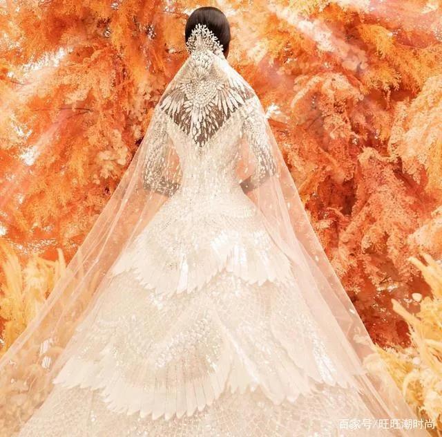 2020全新系列:迪拜土豪最爱的高级定制婚纱  第5张