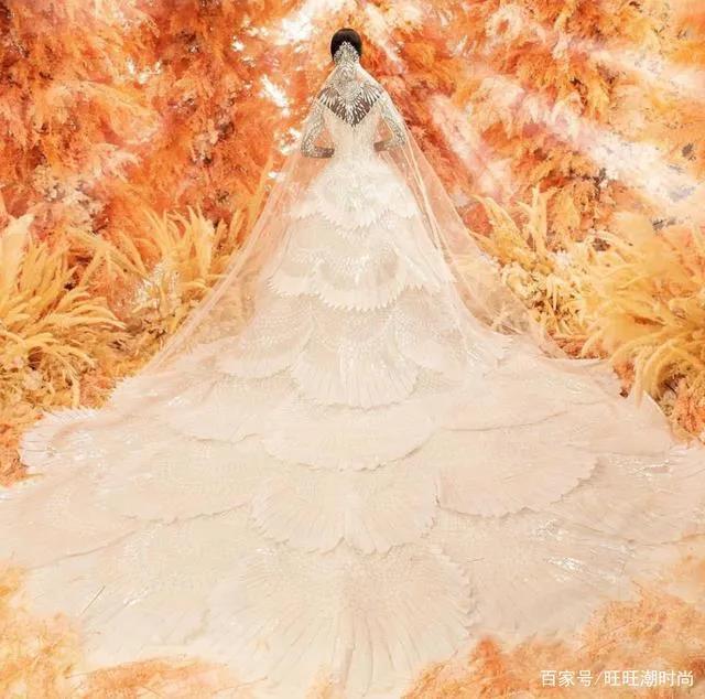 2020全新系列:迪拜土豪最爱的高级定制婚纱  第6张