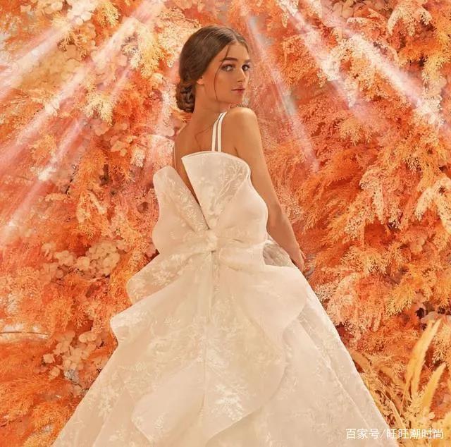 2020全新系列:迪拜土豪最爱的高级定制婚纱  第8张
