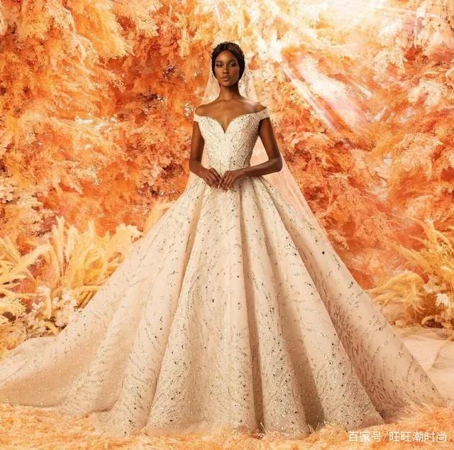 2020全新系列:迪拜土豪最爱的高级定制婚纱  第12张