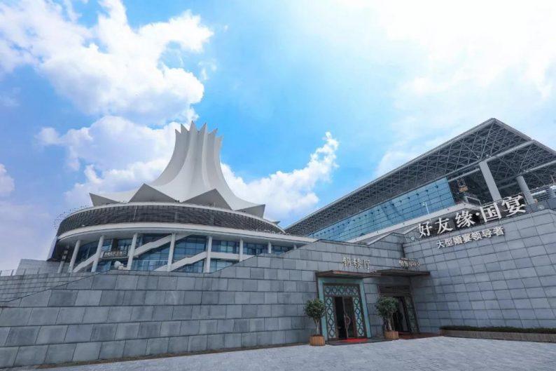 婚礼堂发布:两度携手蔡上!广西地标性餐饮宴会酒店  第2张