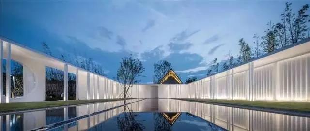 占地6000平米!白色园林建筑,举办婚礼的IP圣地  第1张