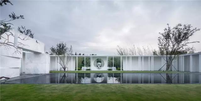 占地6000平米!白色园林建筑,举办婚礼的IP圣地  第2张