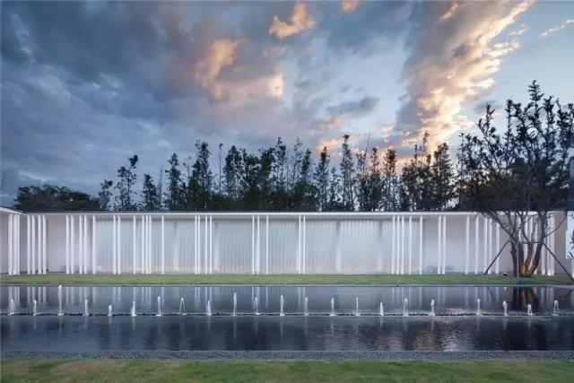 占地6000平米!白色园林建筑,举办婚礼的IP圣地  第6张