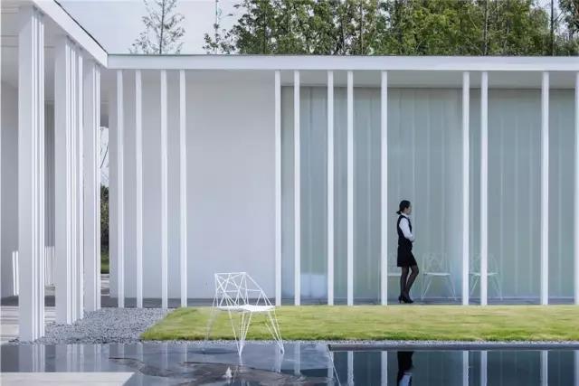 占地6000平米!白色园林建筑,举办婚礼的IP圣地  第9张