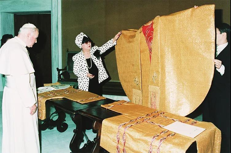"""88岁的""""万年少女""""!她一生只设计一种服装——婚纱  第6张"""