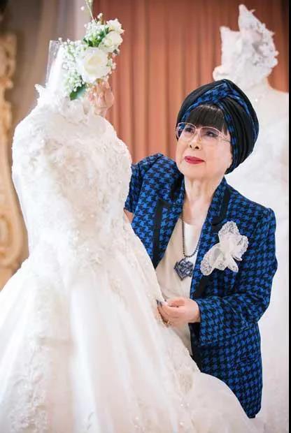 """88岁的""""万年少女""""!她一生只设计一种服装——婚纱  第17张"""