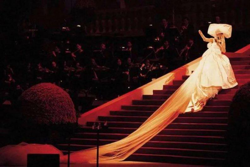 """88岁的""""万年少女""""!她一生只设计一种服装——婚纱  第27张"""