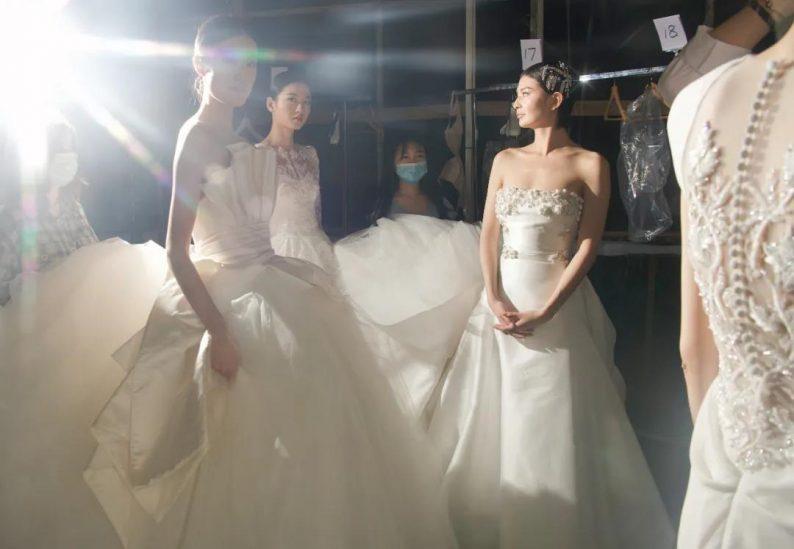 直击现场 | 全球顶级奢华婚纱亮相上海时装周  第3张
