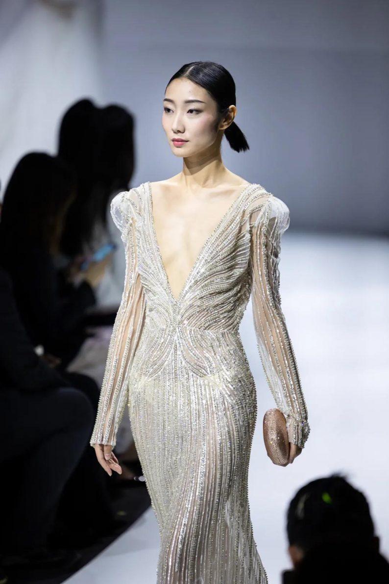 直击现场 | 全球顶级奢华婚纱亮相上海时装周  第9张