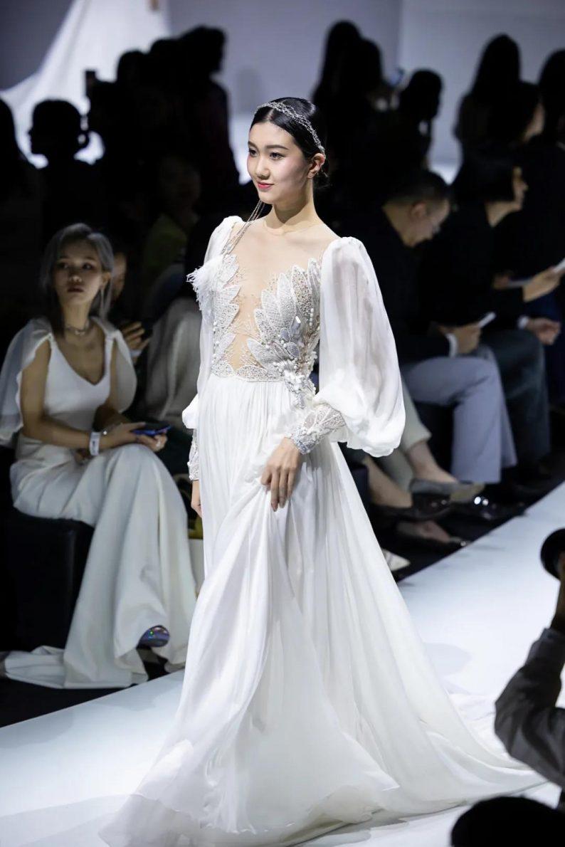 直击现场 | 全球顶级奢华婚纱亮相上海时装周  第12张