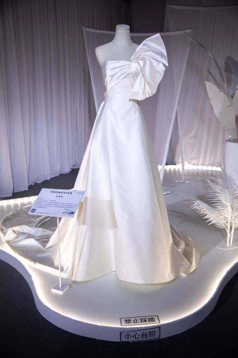 直击现场 | 全球顶级奢华婚纱亮相上海时装周  第14张
