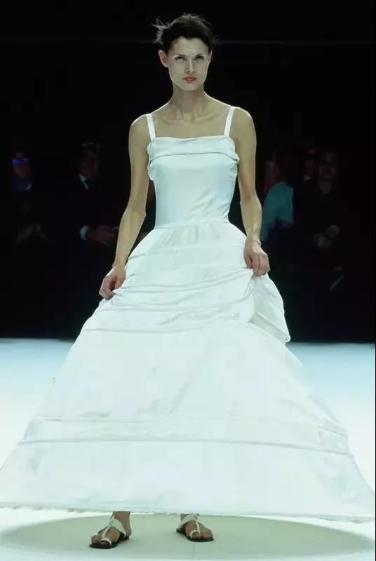 抛弃限制,你最想要的婚纱到底什么样?  第10张