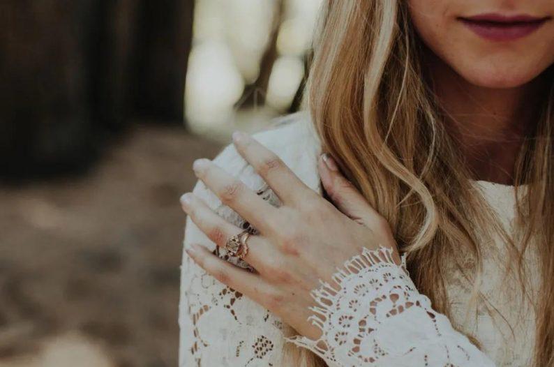 秋冬婚礼超全Tips!保暖的同时做最美的新娘  第7张