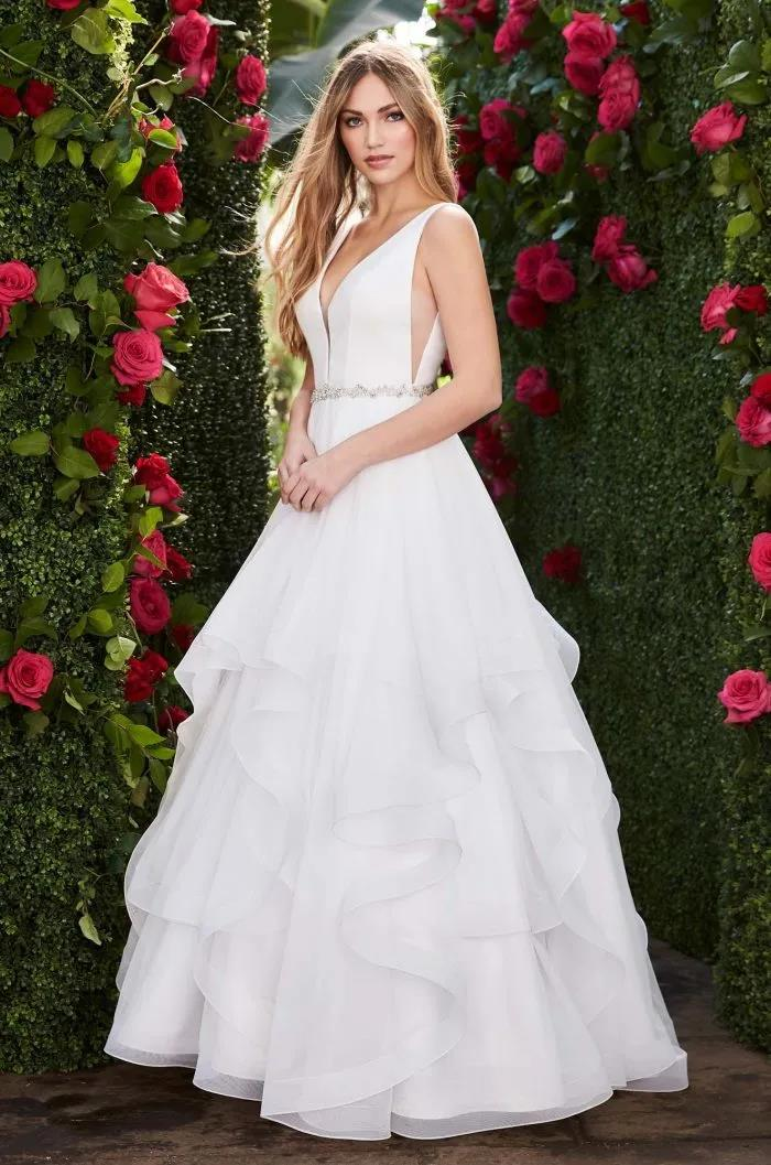 纽约新娘时装周:2021年秋冬婚纱最新系列  第16张