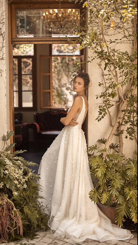 纽约新娘时装周:2021年秋冬婚纱最新系列  第17张