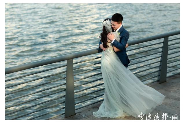满满都是幸福!消防员携妻子拍摄橙色婚纱照  第4张