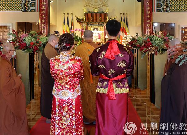时隔一年!香港观宗寺再为新人举行佛化婚礼  第2张
