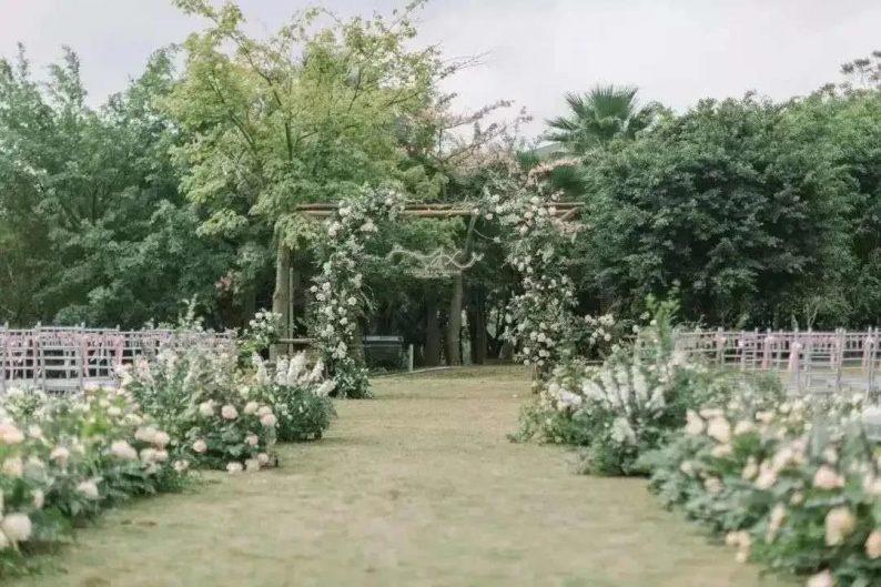 婚礼堂发布:半山秘境中的婚礼伊甸园  第24张