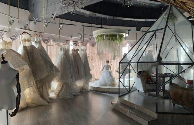 流拍!一大型婚纱店房产挂牌217万