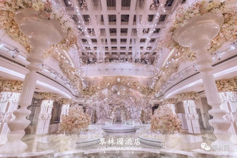 婚礼堂发布:鞍山推出首家灵动水景百万婚礼堂  第1张