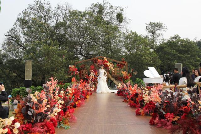 浪漫来袭!成都植物园营造户外草坪婚庆场景  第3张