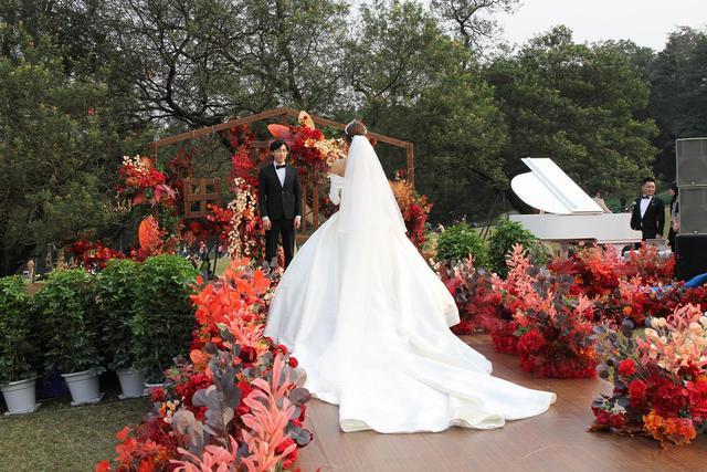 浪漫来袭!成都植物园营造户外草坪婚庆场景  第7张