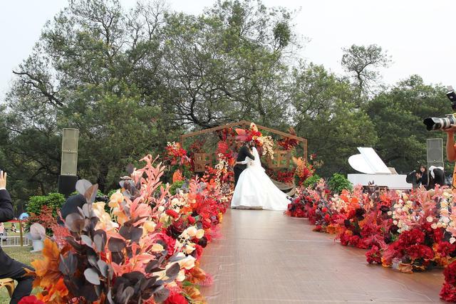 浪漫来袭!成都植物园营造户外草坪婚庆场景  第9张