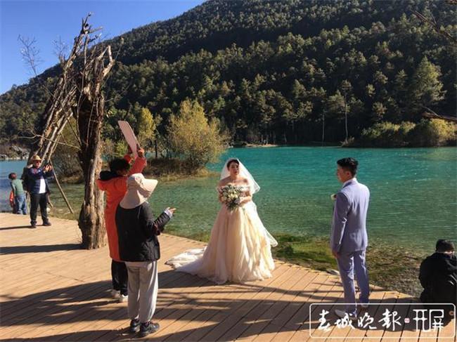 一年接待2万多对新人!玉龙雪山成婚纱旅拍天堂  第6张
