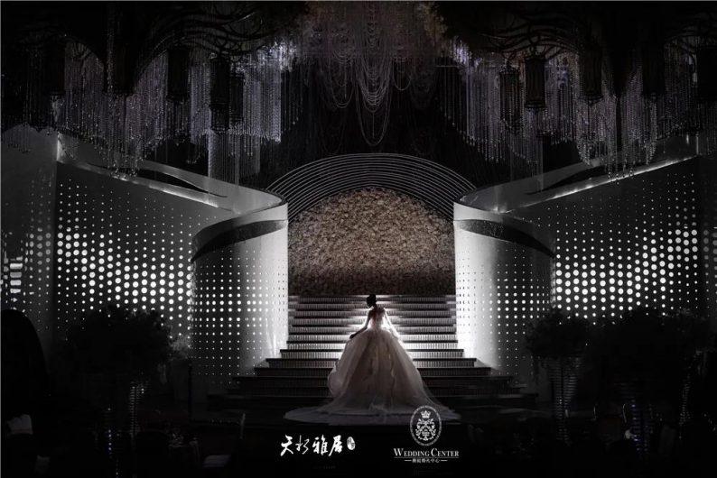 婚礼堂发布:千万匠心打造!10米挑高剧院式宴会厅  第2张