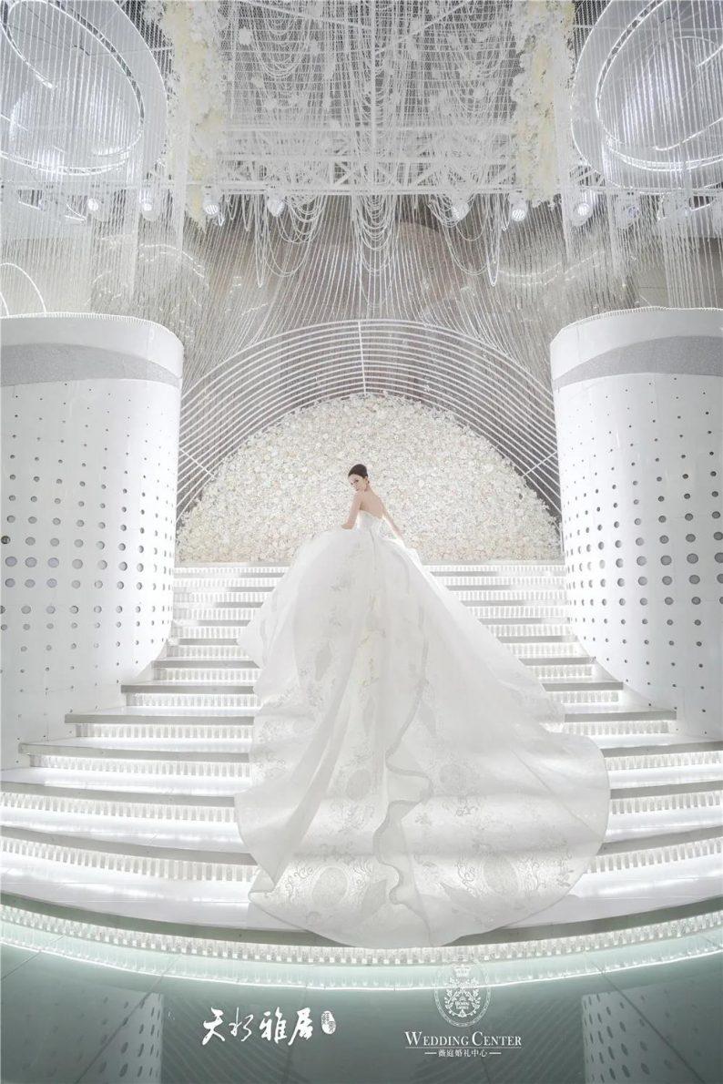 婚礼堂发布:千万匠心打造!10米挑高剧院式宴会厅  第5张