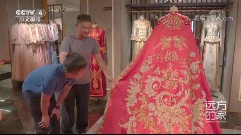 央视四套走进中国最大婚纱城!  第11张