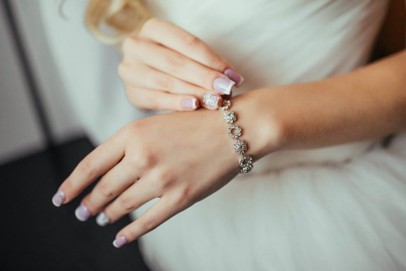 深度剖析珠宝行业:多元化需求强劲释放,婚嫁场景渗透率提升  第1张