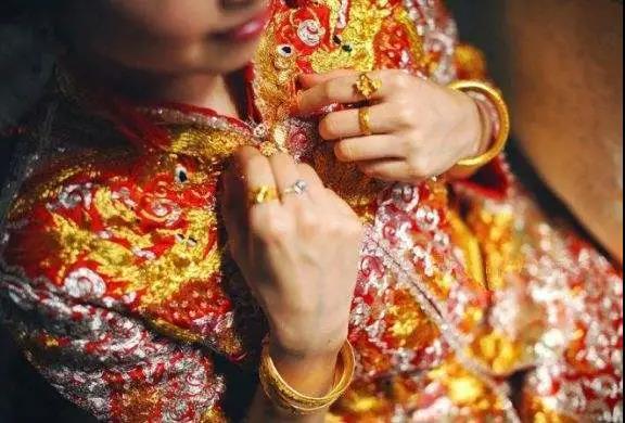 武汉老板千万嫁妆嫁女!结婚成本30年翻千倍  第21张