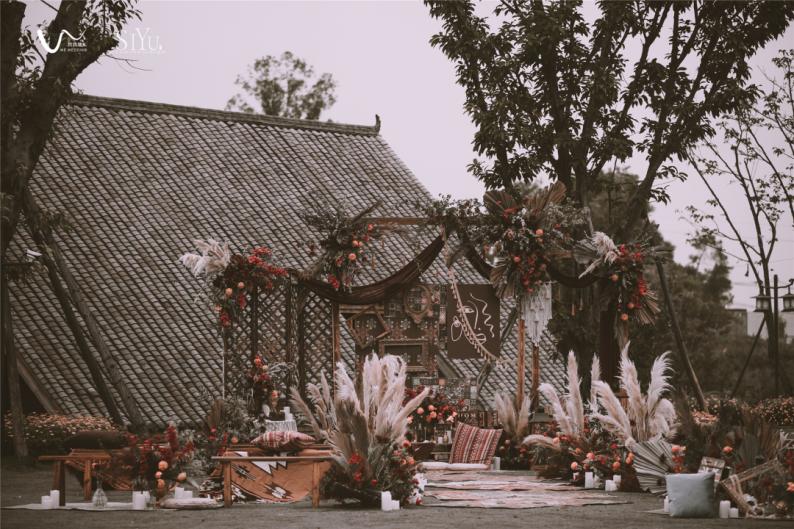 火遍抖音小红书!高逼格还自带艺术气息的超小众婚礼现场  第45张