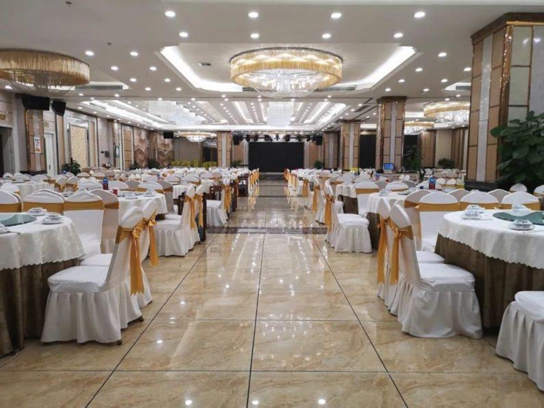 """宴会订单遭遇""""滑铁卢"""",部分酒店推出年夜饭外卖服务"""
