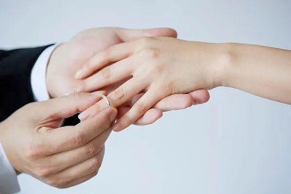 结婚离婚人数均创十年新低!2020浙江舟山结婚大数据