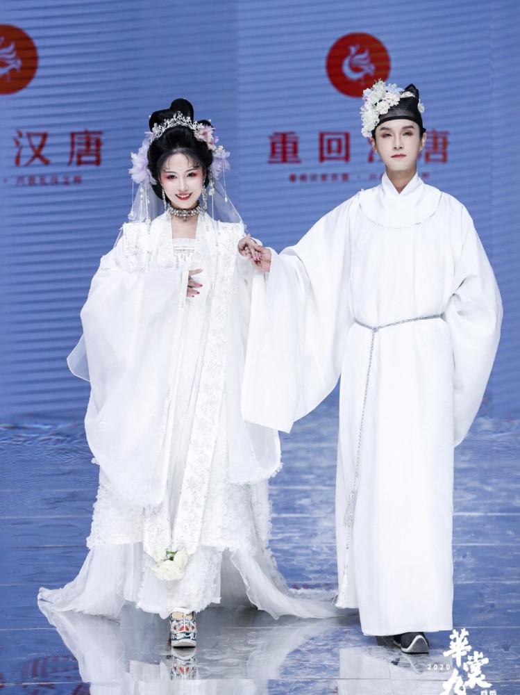 """纯白色汉服""""婚服""""引众人争议……"""