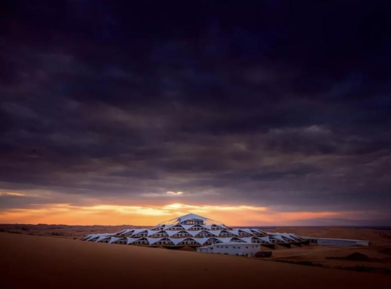 世界最美的建筑:中国响沙湾莲花酒店!  第7张