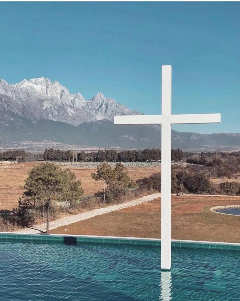 婚礼堂发布:雪山下的圣洁礼堂,丽江婚礼新地标  第4张