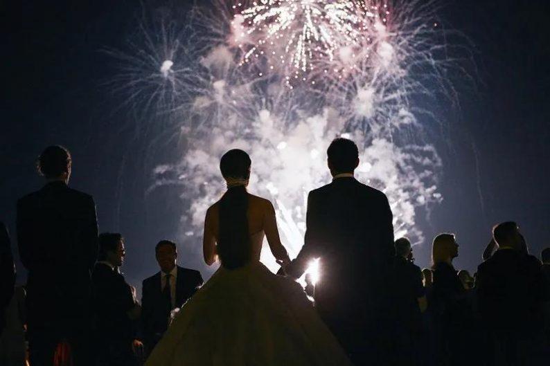 线上婚礼叫好不叫座?反对者:摆上宴席才算庆典!
