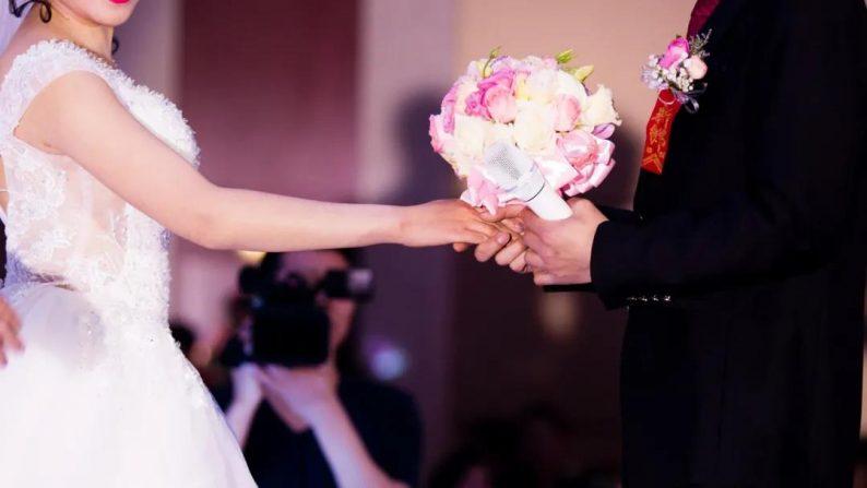 """新华社:新""""三大件""""重如山,有的结婚花上百万元"""